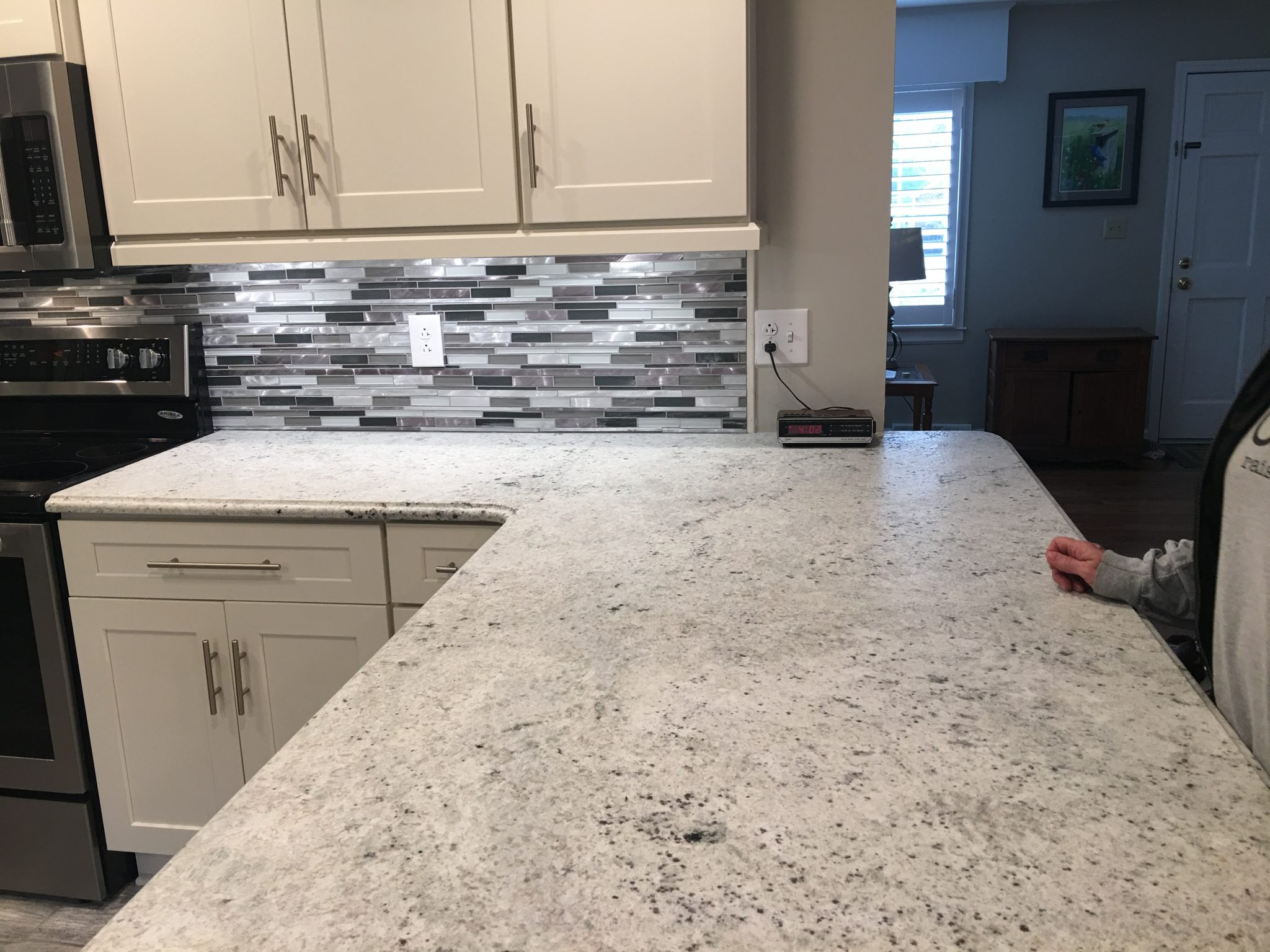 Kitchen Remodel: Colonial White - Granite Countertop Warehouse