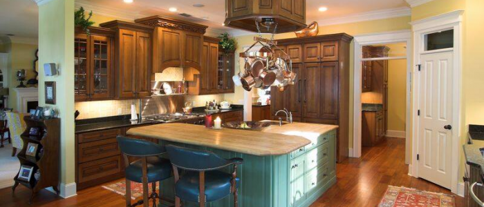 Two-Tone Kitchens in Traditional Homes