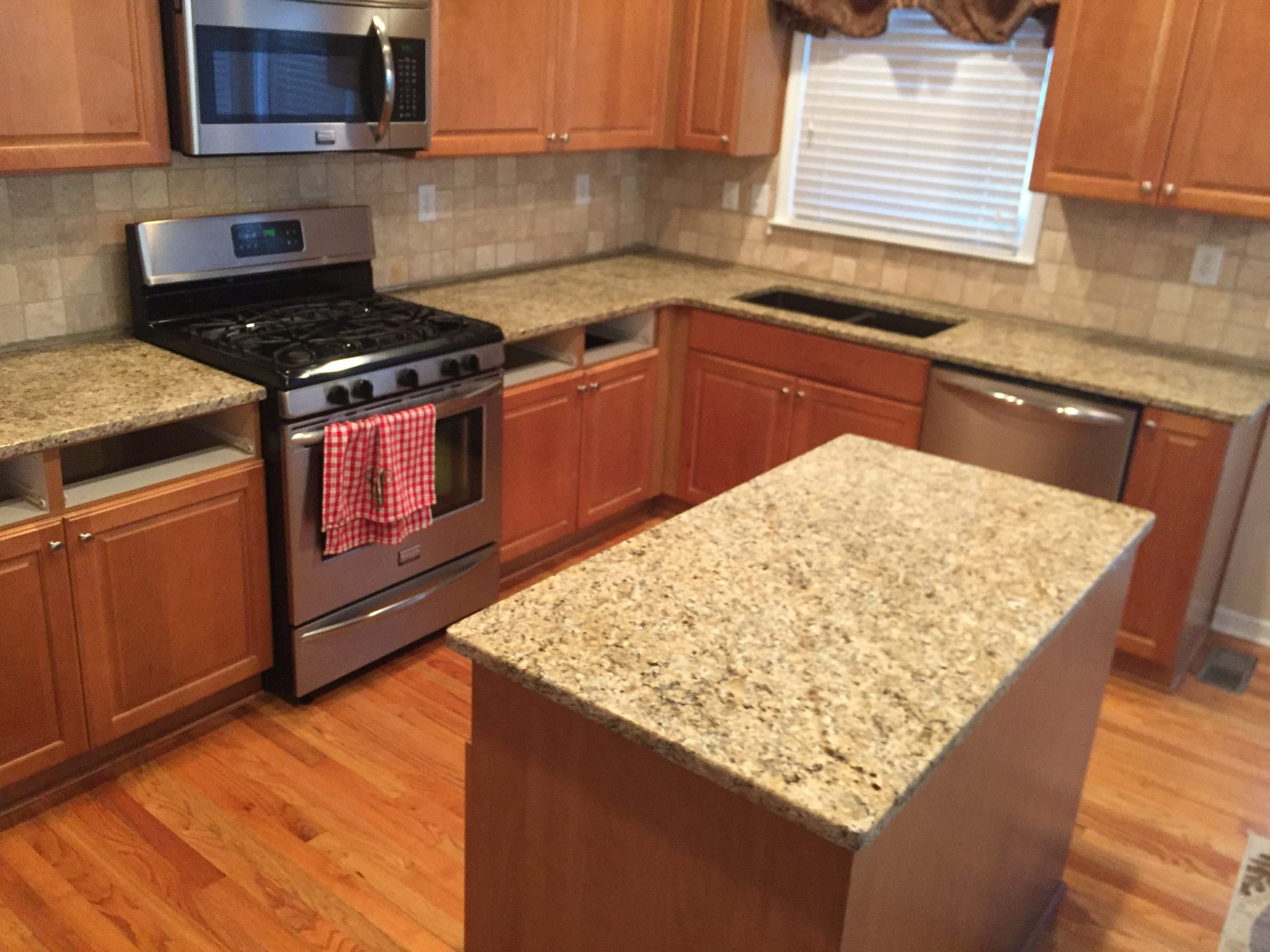 Superieur Project Spotlight: New Venetian Gold Granite Countertops In Dallas, GA 30132
